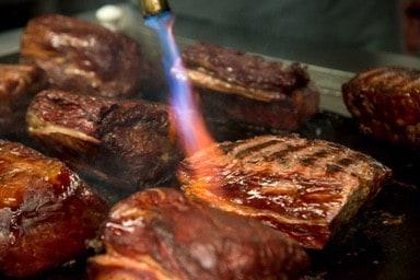 Flambiertes Fleisch